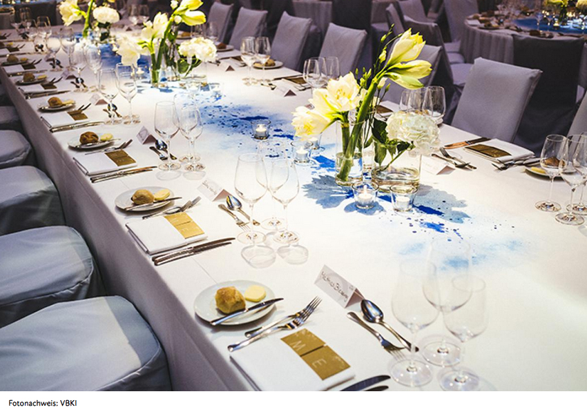 VBKI Ball der Wirtschaft <br> Staffage: Tischdecken-Unikate <br /><em><i>VBKI Gala-Event <br> Ballroom Décor: unique table cloth design</i></em>